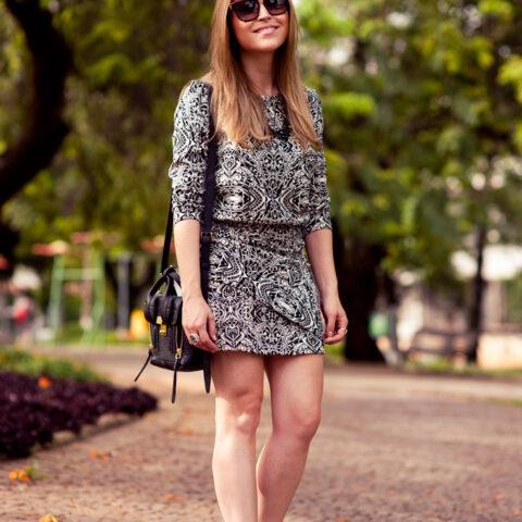 Look da Lu: vestido estampado e sandália vermelha