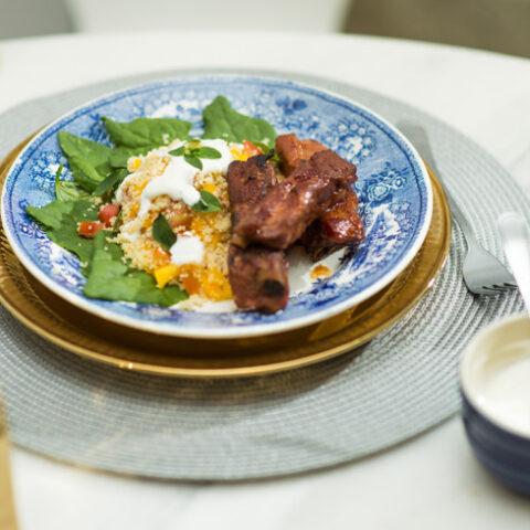 Receita: Costelinhas de porco agridoces com salada de couscous – O Chef e a Chata