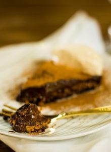Torta de Oreo com caramelo de castanha de caju e chocolate amargo – O Chef e a Chata