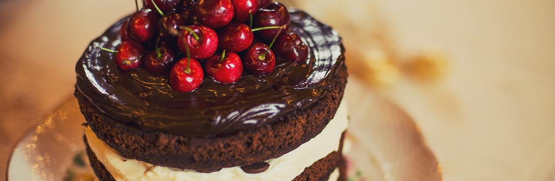 Receita de bolo de chocolate com cerejas - O Chef e a Chata - Lu Ferreira