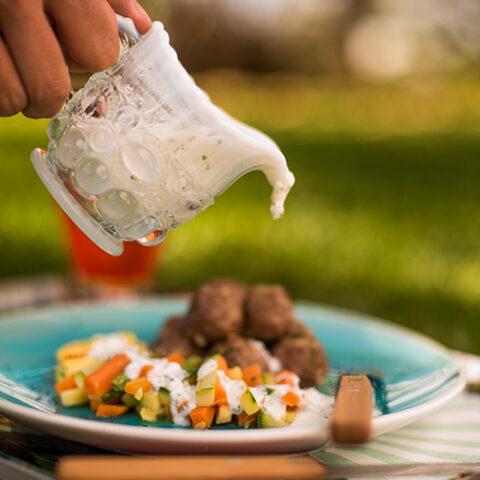 Receita de almondegas com legumes e molho de iogurte – O Chef e a Chata