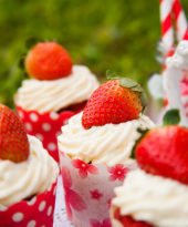 Cupcake Red Velvet com Chantilly – O Chef e a Chata