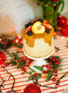 Bolo de manteiga noisette e chocolate com mousseline de caramelo – OCEAC