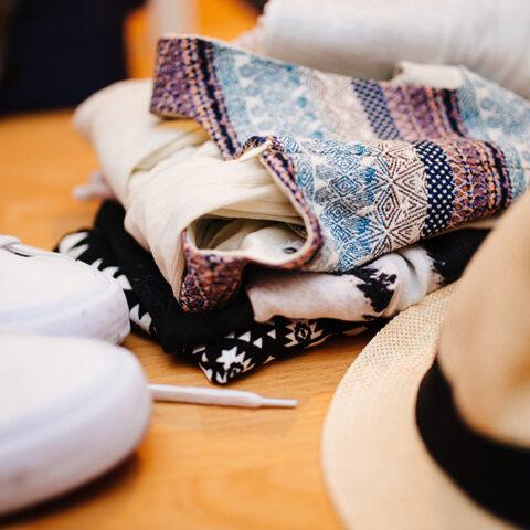 Como aproveitar suas roupas de verão no inverno!