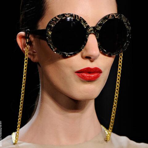 Tendência polêmica: correntinha nos óculos!