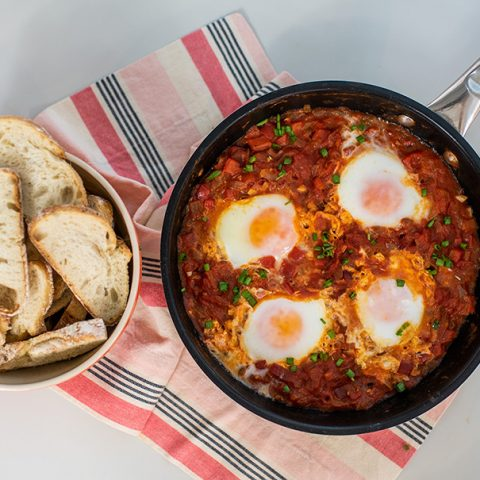 Como fazer Shakshuka – ovos com molho de tomate | O Chef e a Chata