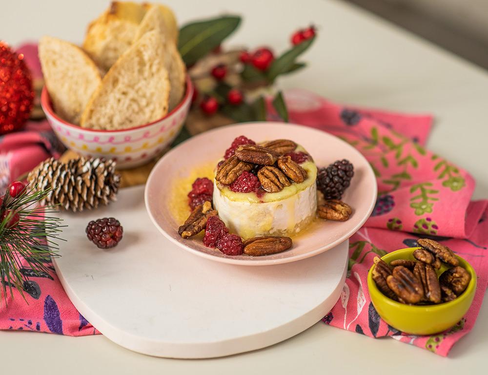 Receita de Natal: queijo camembert com pecãs e mel | O Chef e a Chata