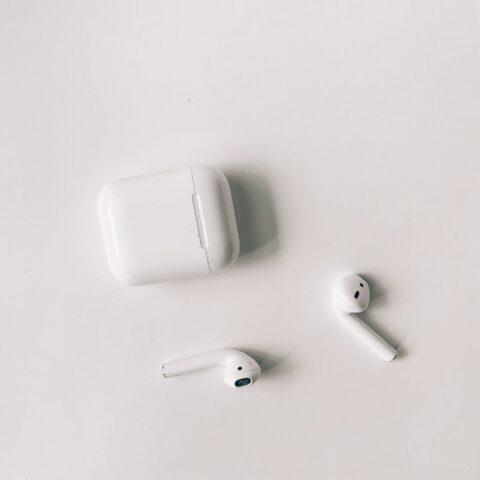 Qual é o melhor fone de ouvido bluetooth: Airpods x Jabra!