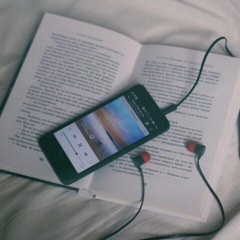 """#ClubedoLivroCDG: Playlist inspirada em """"Daqui a cinco anos"""""""